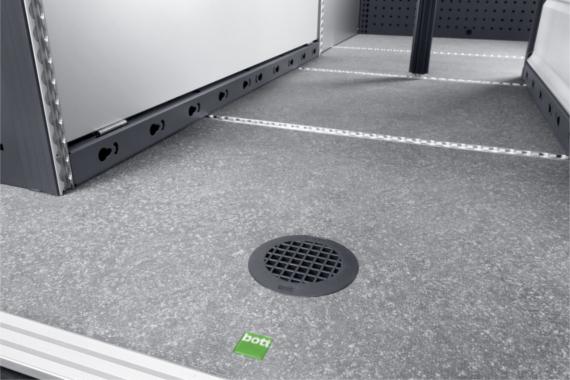 Odvetrávacia mriežka v podlahe vozidla